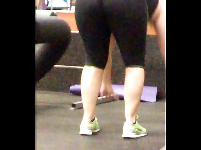 thick pawg in black leggins that ass jiggales