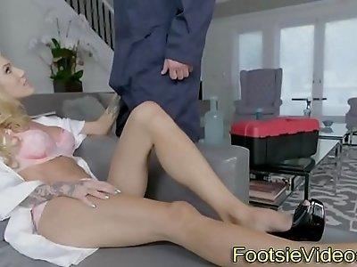 Sexy feet jizzed
