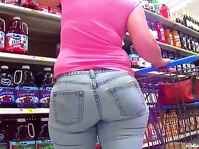Candid Soccer Mom Gone Shopping in Thick Jeans