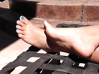 Gorgeous Asian sexy feet, pretty toes and soft soles!